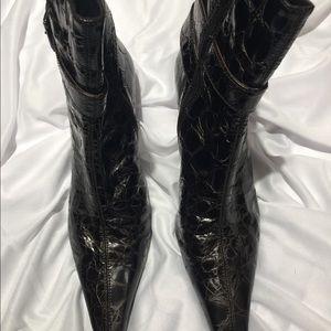 Beautiful Stuart Weitzman brown leather boots 9